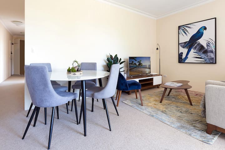 Stay in the heart of Randwick with style