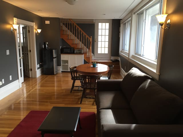 Private floor w/ 2BR, 1B, 1LR (1,100 Sq Ft)