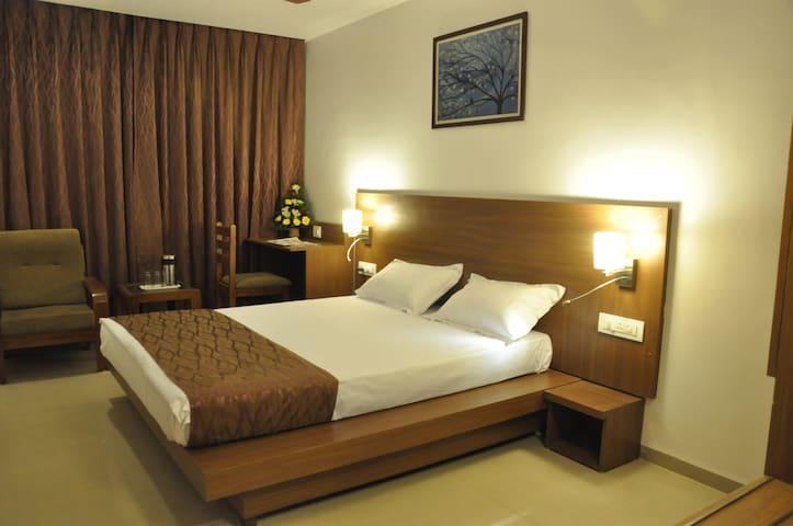 Hotel Kalyan, Fatehgunj