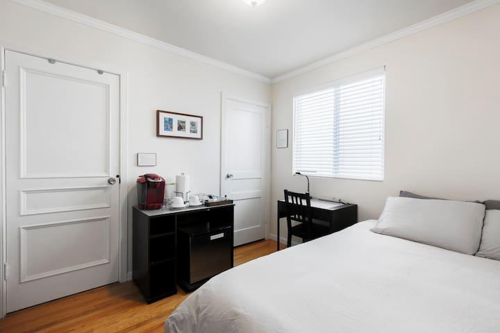 Direct access private room/en-suite bath near SFSU