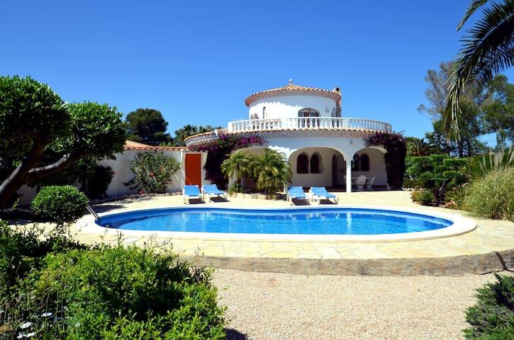 L'Iliade, Villa bord de mer, calme avec piscine - Tres Calas - 別荘
