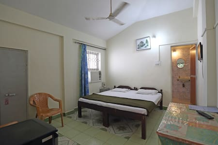 Affordable Ac Room-2 mins walking from baga Beach - Lakás