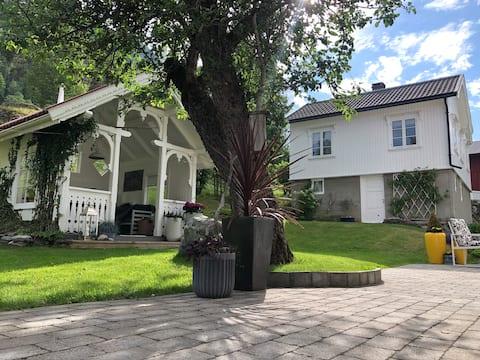 Koselig hus på Dalen i idylliske omgivelser
