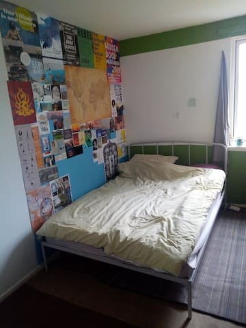 Room to sublet in Edinburgh Student Housing Co-op