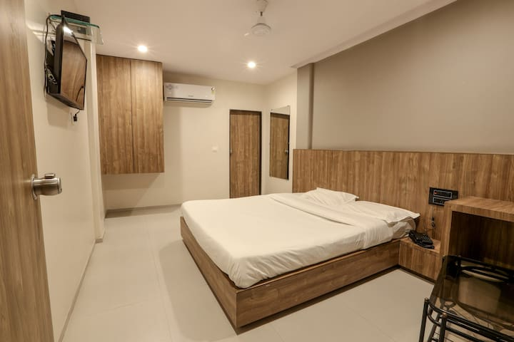 Standard Double Room @ Pacific Inn, Kamrej