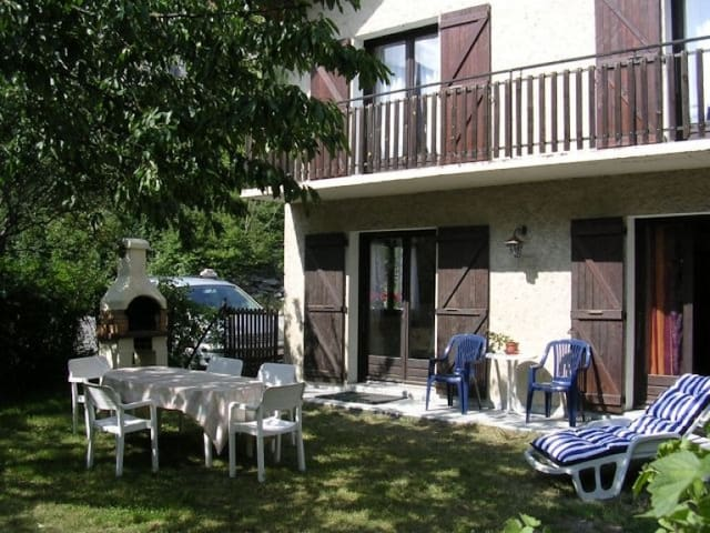 Maison  au pied de l'Alpe d'Huez et des 2 Alpes - Le Bourg-d'Oisans - บ้าน