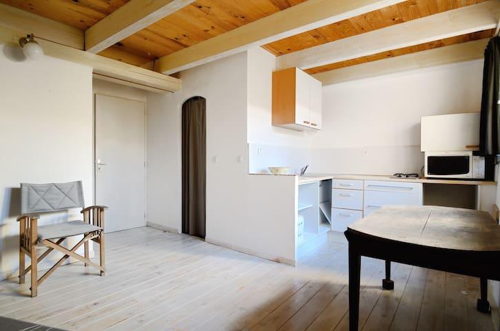 studio dans une maison de village