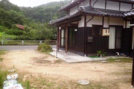 OKAYAMA 岡山 -ONSEN 温泉, FIREFLIES 蛍, GRAPES 葡萄 - Kita-ku, Okayama-shi