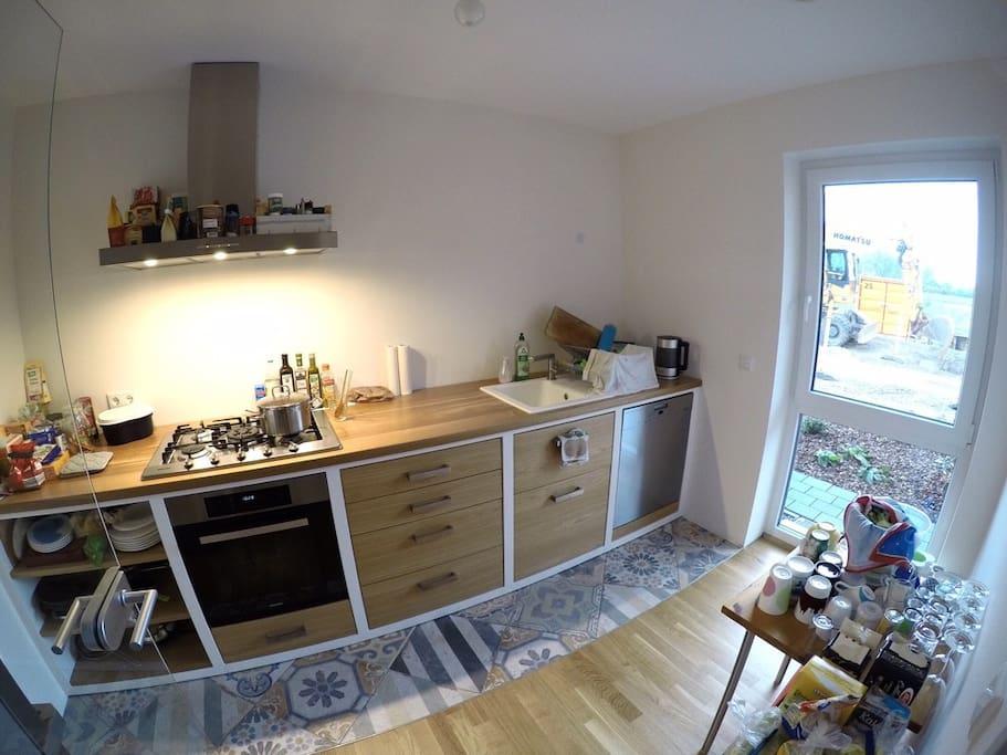 Die Küche (hier kommen bald noch ein paar Schränke dazu)