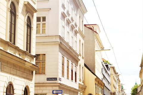 Herrenhaus Central Studio Apartment at City Hall