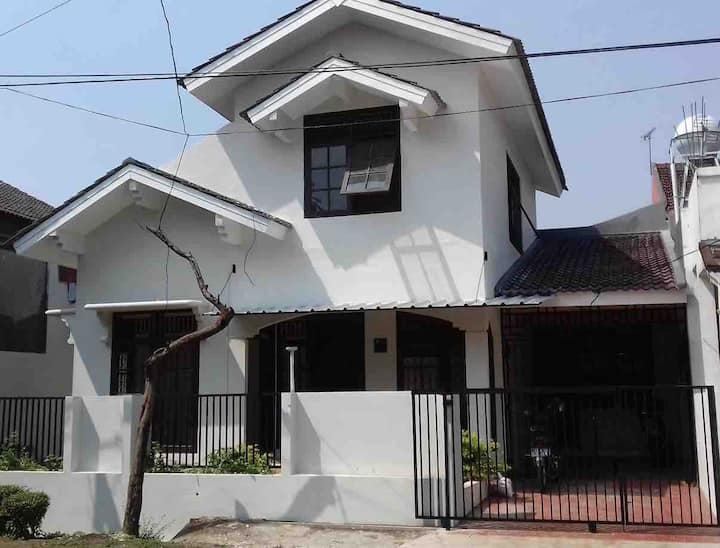 Big 4br 4ba BintaroJaya Home nr British School
