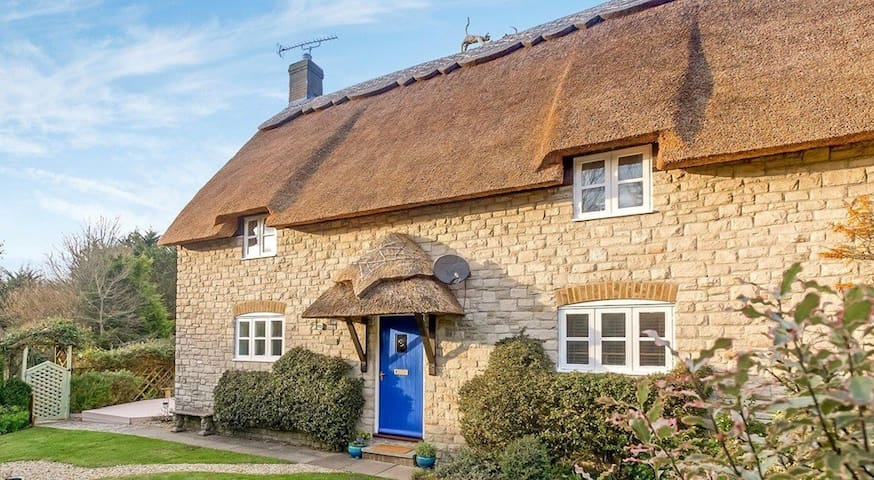 Gorgeous 4 Bedroom Thatched Cottage Near Beach - Osmington - Hus