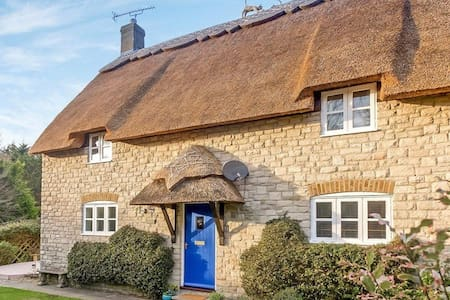 Gorgeous 4 Bedroom Thatched Cottage Near Beach - Osmington - Rumah