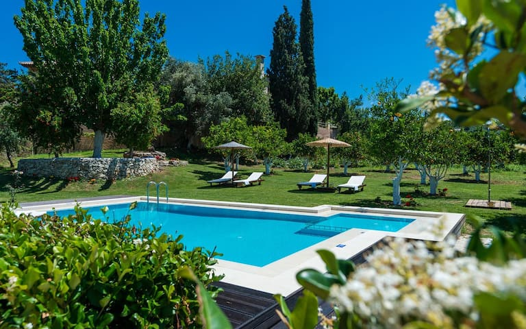 Villa Garden Paradise, 2 BD, private pool - Chania - Huvila