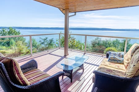 Sound Views from Camano Island Home - Camano Island - Huis