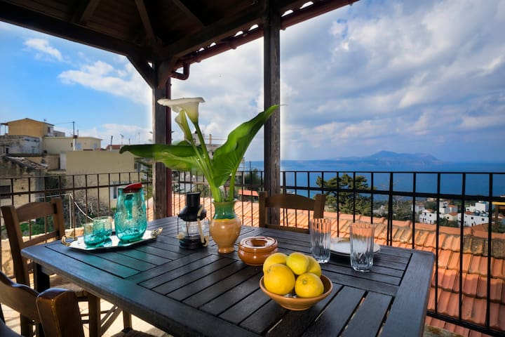 SPRING OFFER-Traditional Decorated 2-Bedroom Home! - Kokkino Chorio