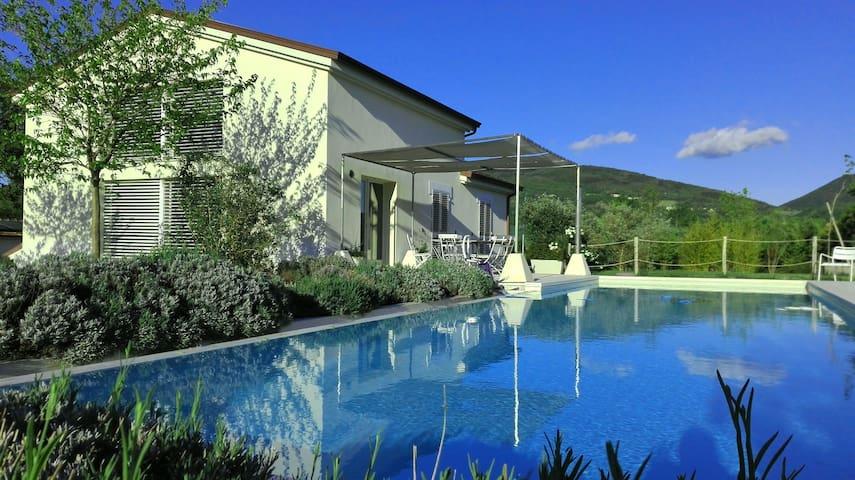 Villa Le Perelle: benessere fra Marche-Umbria