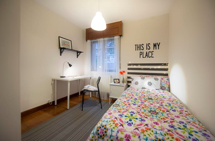 ROOM IN FLAT SHARED WITH BEAUTIFUL VIEWS