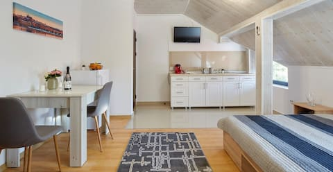 New and modern one bedroom apartment by SquashTech
