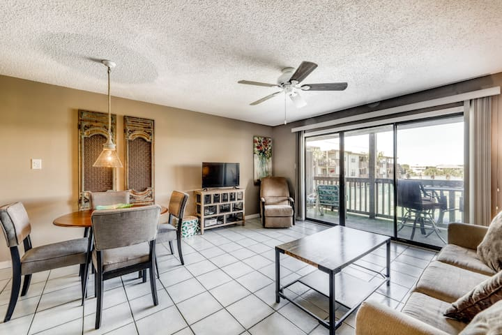 First-floor condo w/ beautiful view, outdoor pools, & beach access!