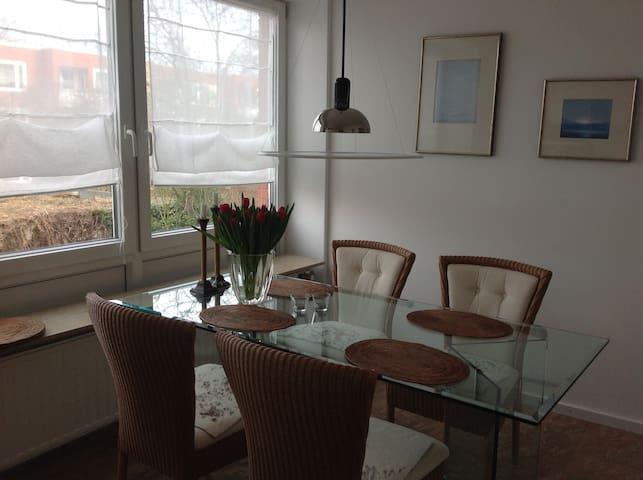 Modernes Zimmer mit gutem Anschluss zur Messe - Hemmingen - Apartamento