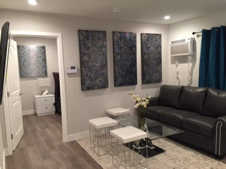 Beautiful and Cozy Modern 1 Bedroom -A