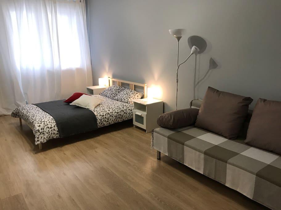 Большая комната. Кровать и диван (2+2)