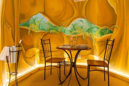 la grotte lumineuse - Mont-Tremblant - House