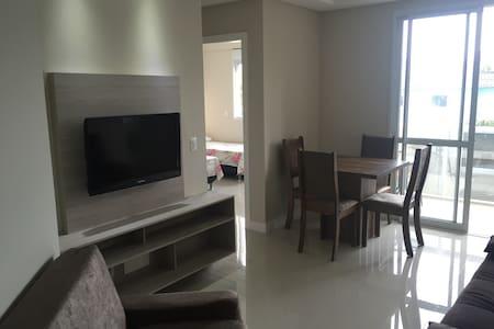 Apto 2 quartos (3 quadras da praia) - Florianópolis