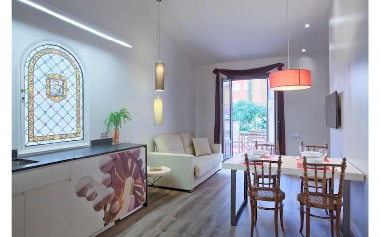 2 bedroom Atico Apartment near Sagrada Familia!