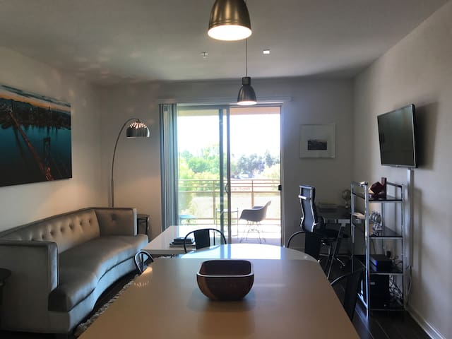Levis Stadium View Urban Flat w/ Pool + Gym & WiFi