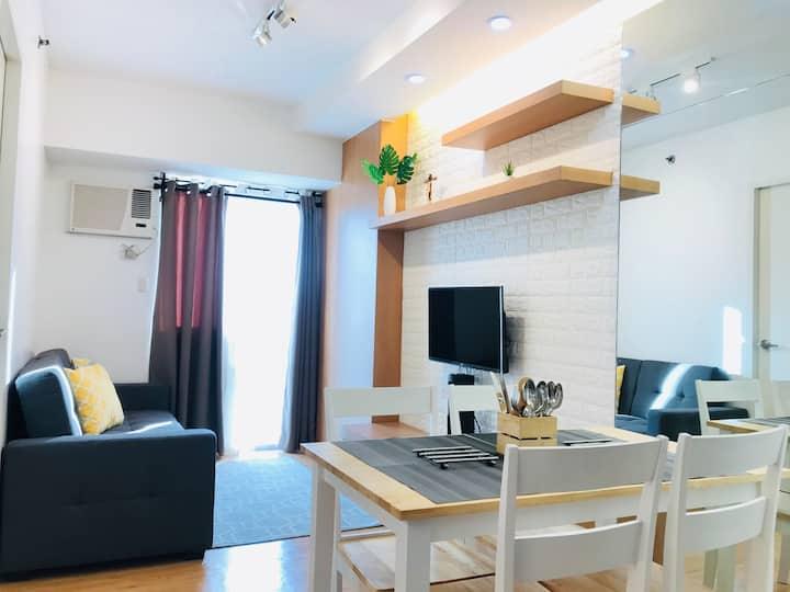 Scandi style 1-br fully furnished condo w/ balcony