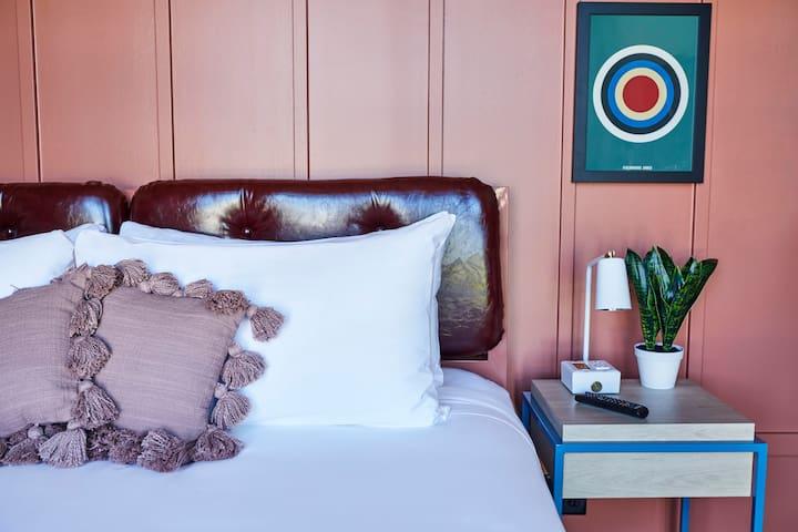 New, Stylish 1 BR Suite in FieldHouse Jones Hotel
