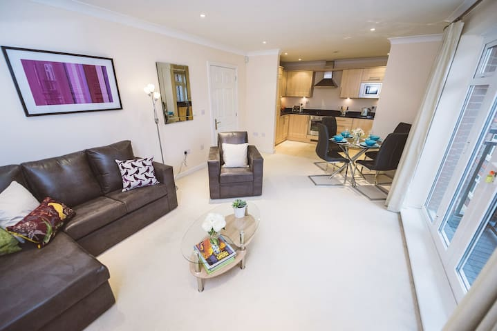 Jade -  Richmond Suite, Royal Swan Quarter: 2 bed 2 bath apartment, balcony overlooking courtyard