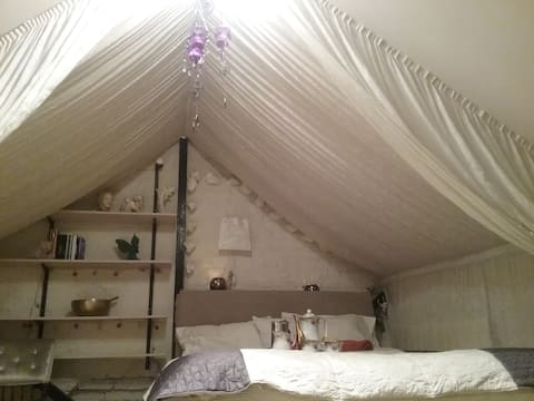 Charming double bedroom in W12( Ravenscourt Park)