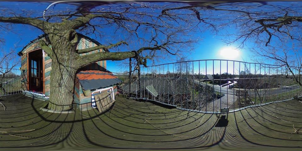 """Baumhaus """"wieken kieken"""" - Moormerland - Cabana en un arbre"""