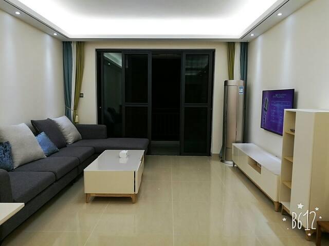三亚 凤凰山居 亲子家庭温馨山景套房120平超大三室两厅两卫双阳台 - Sanya - Flat