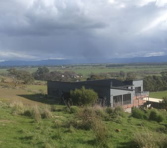 farm stay 15 minutes drive to launceston - Longford