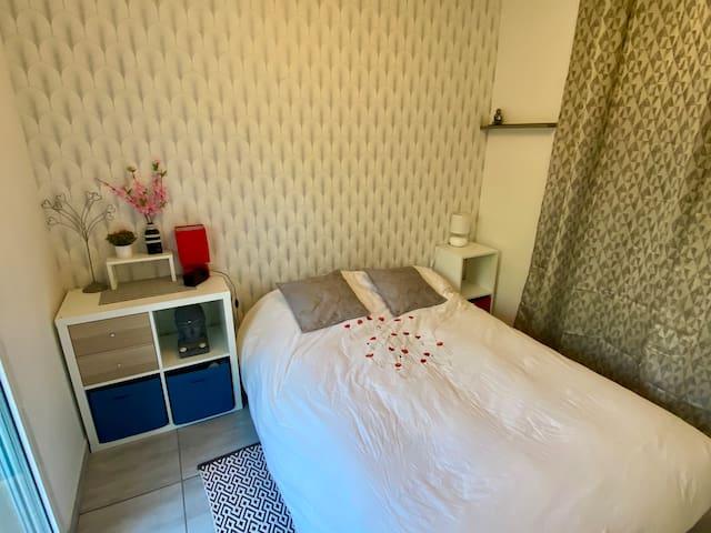 Chambre avec lit confort 140 x 200