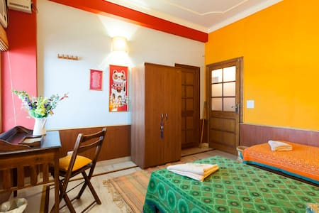 Rishikesh very peaceful and cozy room