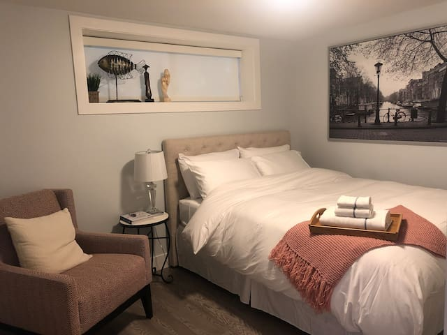 Modern suite, central to all areas of Vancouver