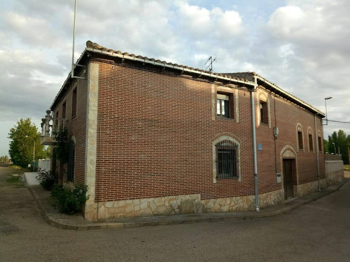 Casa de pueblo en camino de santiago.CAFÉ INCLUIDO