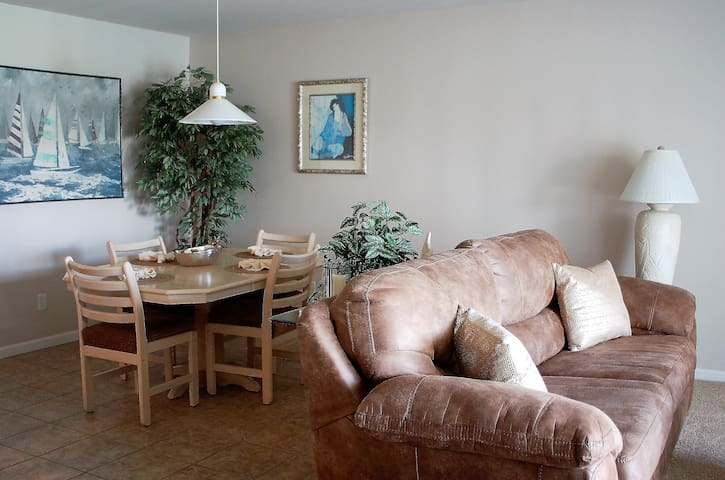 Lakefront Condo-Dock-Pools-Internet-Cable-Sleeps 4 - Osage Beach - Kondominium