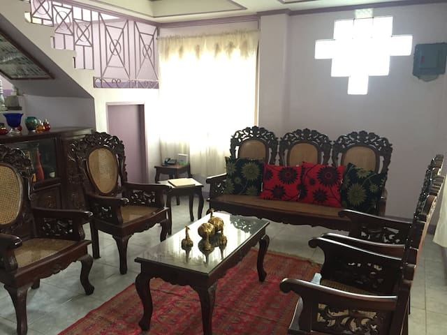 Whole house 5BR 6 mins walk to Crisologo St 15pax