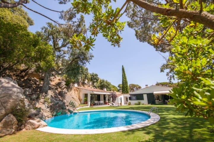 5 Bed Stunning House - near Barcelona