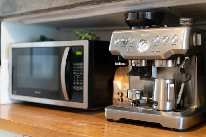 Professional coffee machine, coffee beans supplied