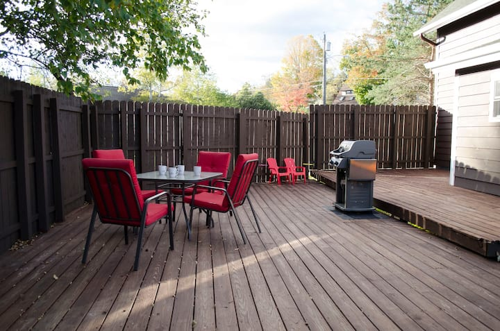 Great Location! Very Clean Village Home-Large Deck