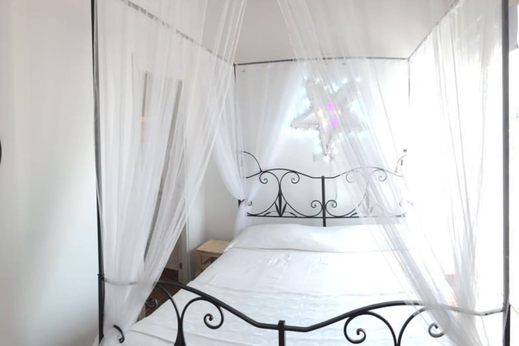 camera da letto matrimoniale / Bedroom with kingside bed