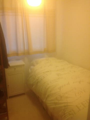 Clean, quiet, comfortable room in Thornbury. - Thornbury - Casa