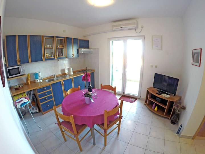 two bedroom app BOROVINA 1 in center with sea view